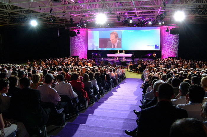 Event Marketing 101: 12 Strategies To Drastically Improve Your Conference ROI With Social Media